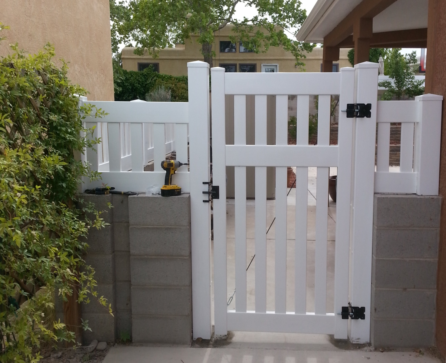 6 foot White Gate with Topper